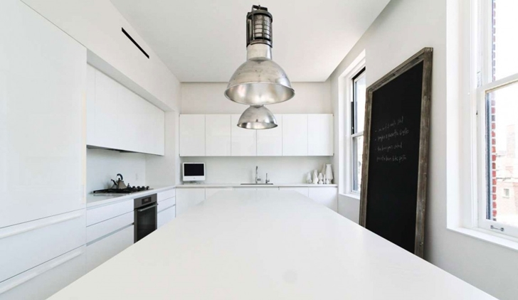 "Minimalist kitchen in Modern New York Apartment by ""Resolution: 4 Architecture"""