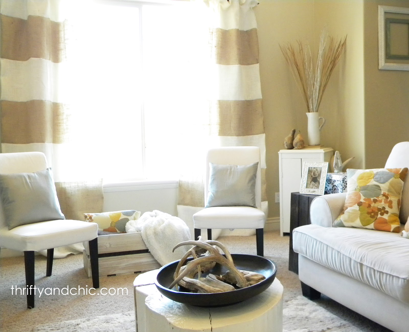 Thrifty and chic diy projects and home decor for Neutral living room decor
