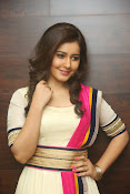 Gorgeous Heroine Raashi kanna photos-thumbnail-17