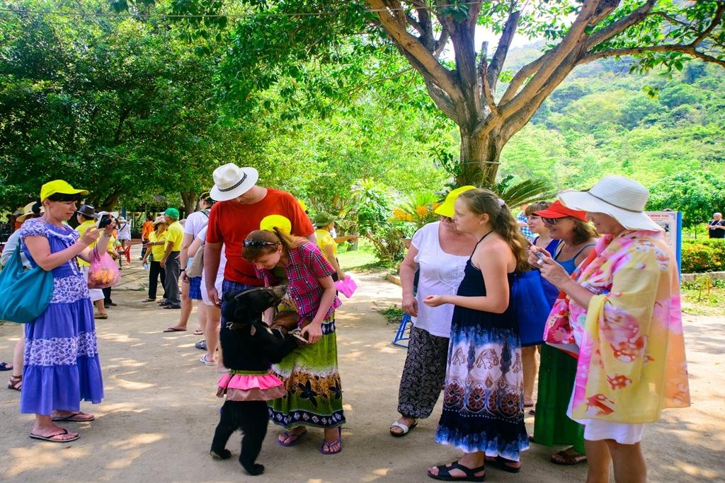 Giá vé tham quan du lịch tại KDL đảo Hoa Lan