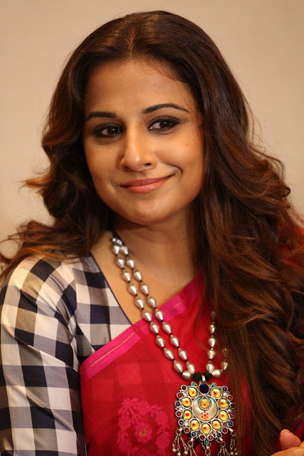 Bollywood Actress Vidya Balan Pink Saree Hd Pics