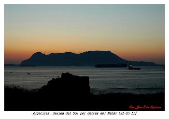 Hermoso amanecer en la bahía de Algeciras