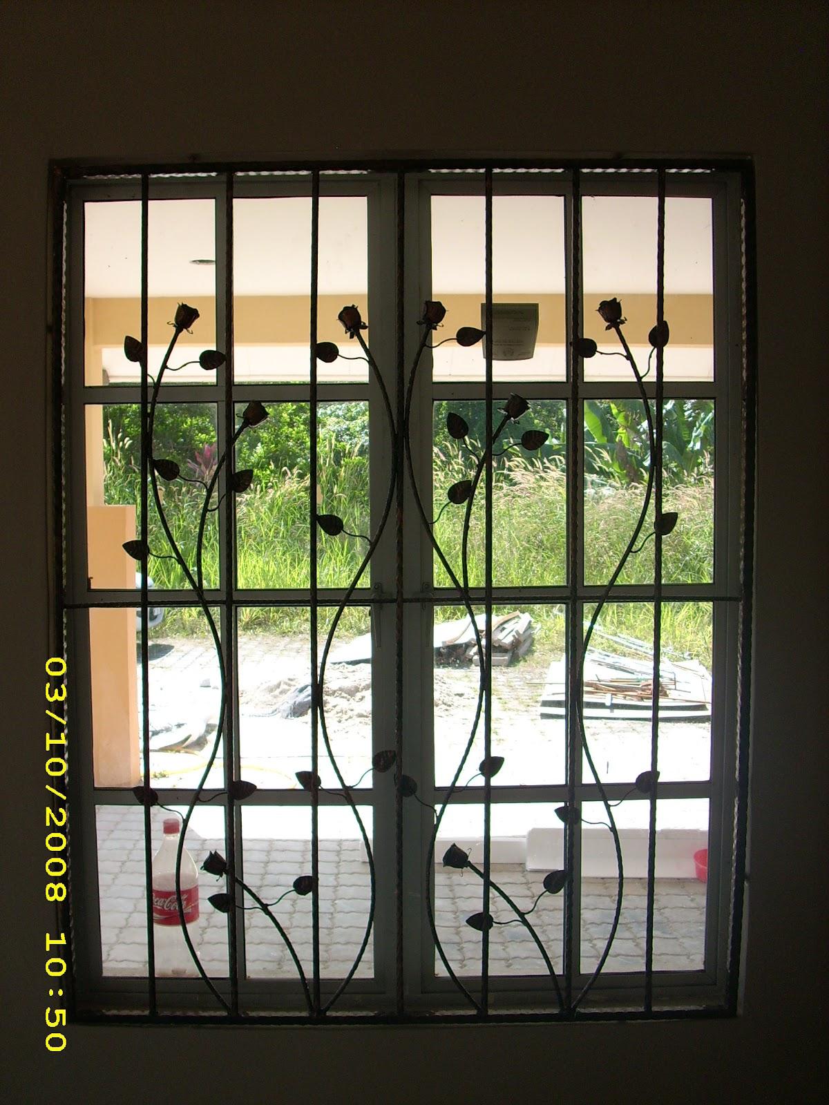 Windows with iron bars windows 7 harmony workshelf 11 for Window design iron