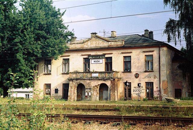 Stacja kolejowa Rożki k. Radomia. Fotografia ok. 2007: Edward Tylman.