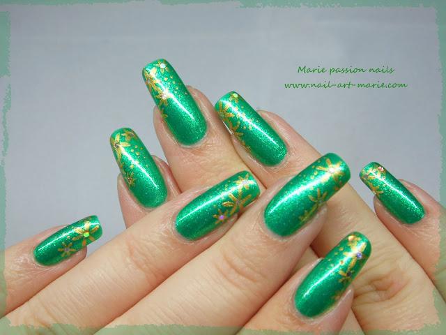 Nail art étoiles dorées très facile pour débutantes8
