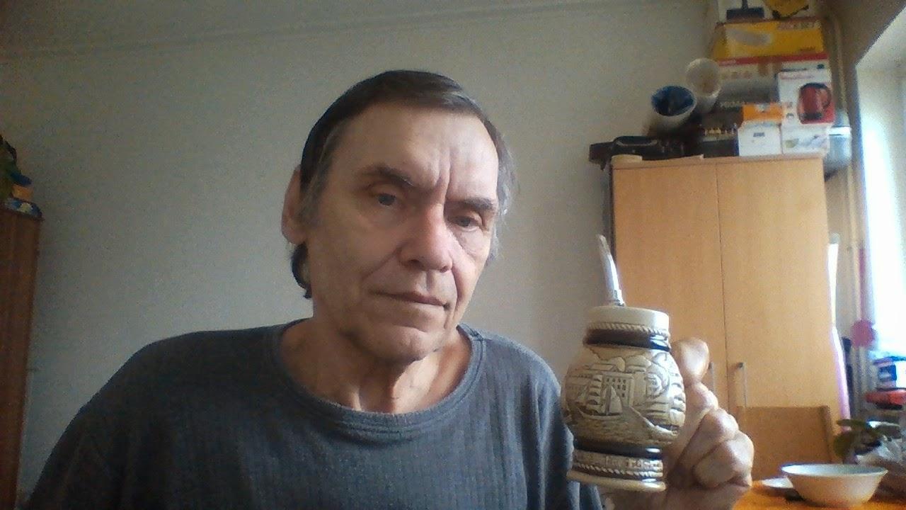 Beim Mate-schlürfen, 68 Jahre alt