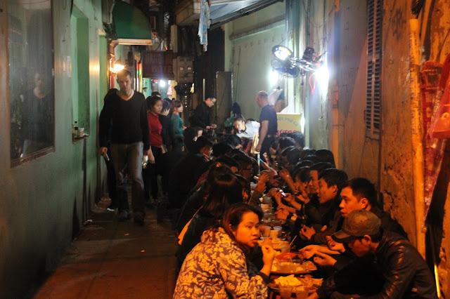 comida local nas ruas do vietnã