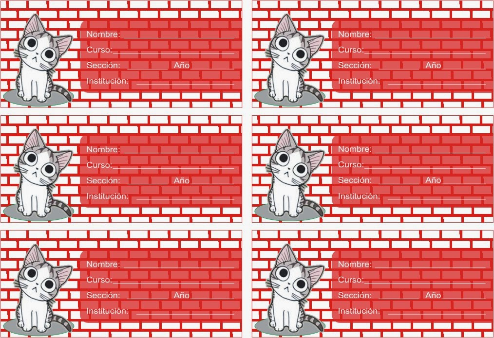 gatito gris frente a pared de ladrillos rojos