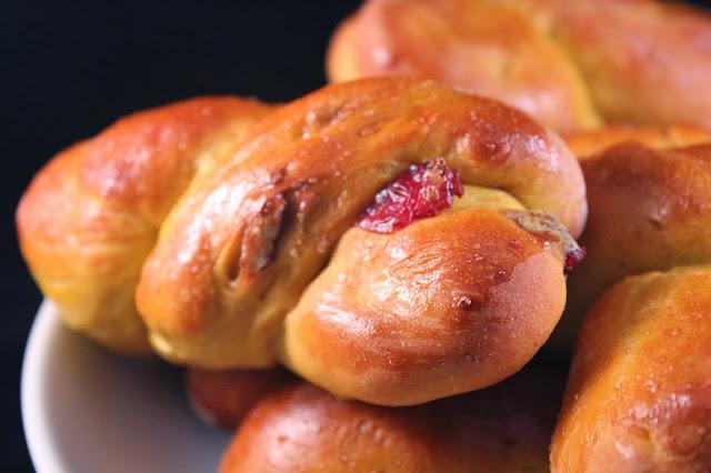 Pumpkin-cranberry-pecan twists