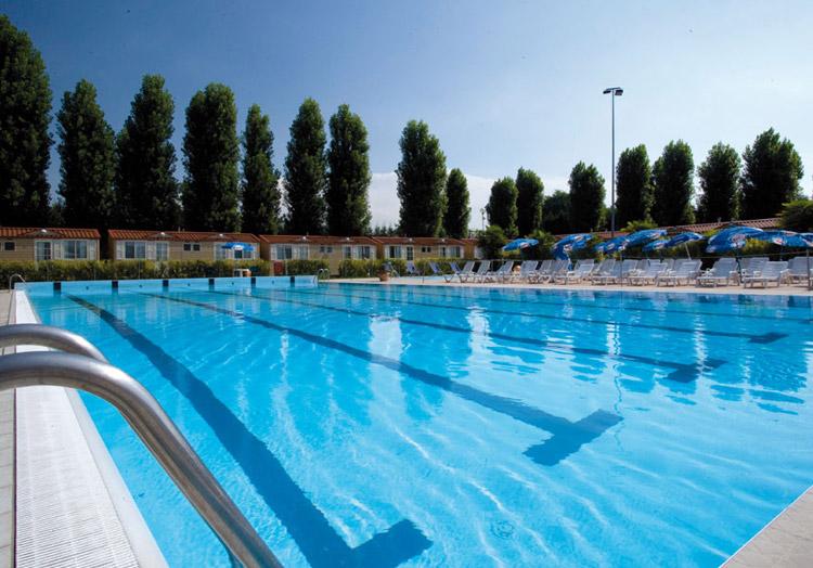 Progetto estate2012 1 sett iii giornata piscina for Piscina jolly