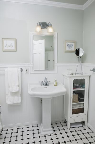 Nina i paradiset do u like the viev of the subway while u for Small bathroom renovations nz