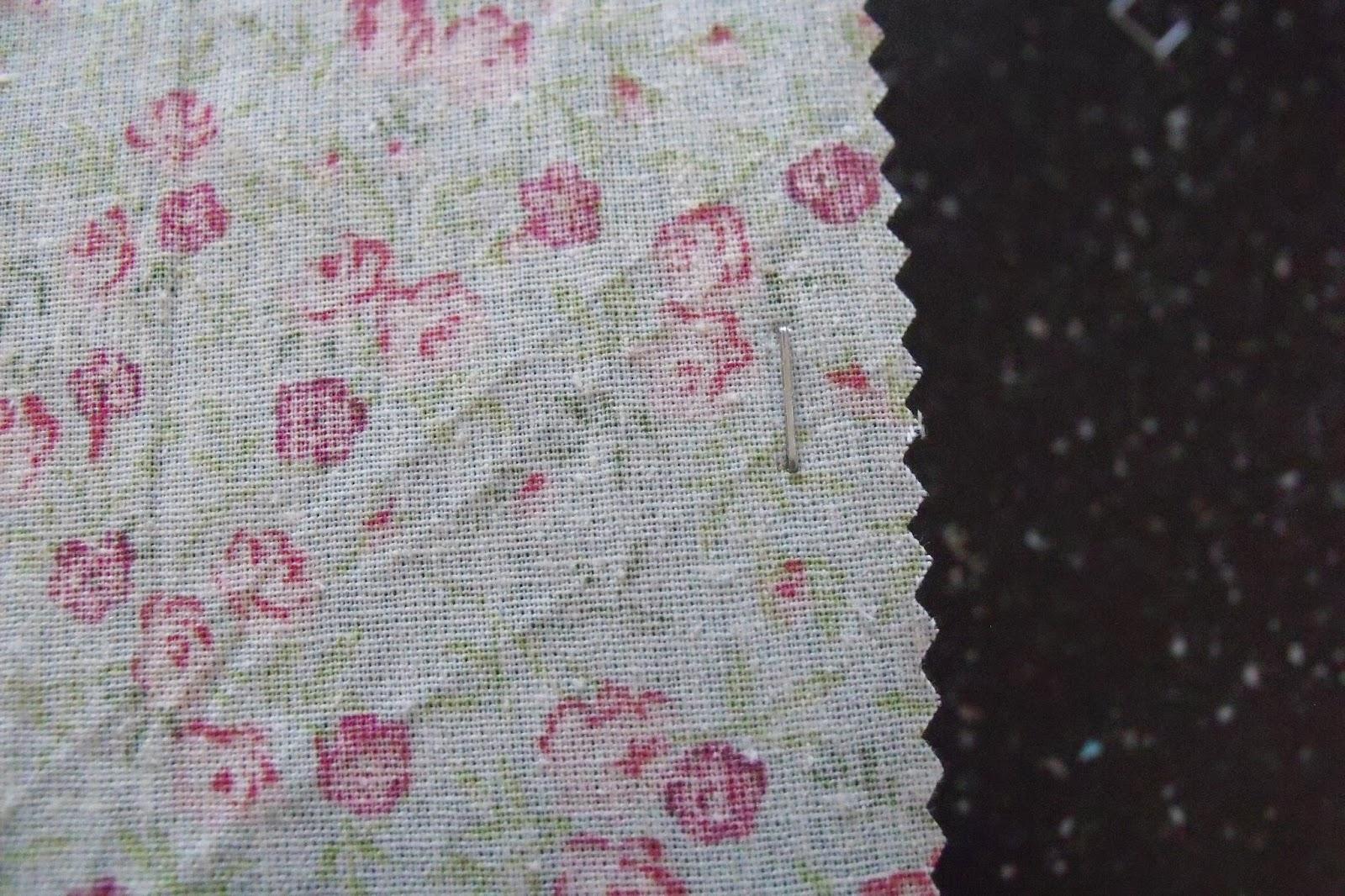 lili joue maman bricole customiser des cadres avec du tissu. Black Bedroom Furniture Sets. Home Design Ideas