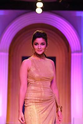Gorgeous Alia Bhatt walks the ramp at the IBFW-2013