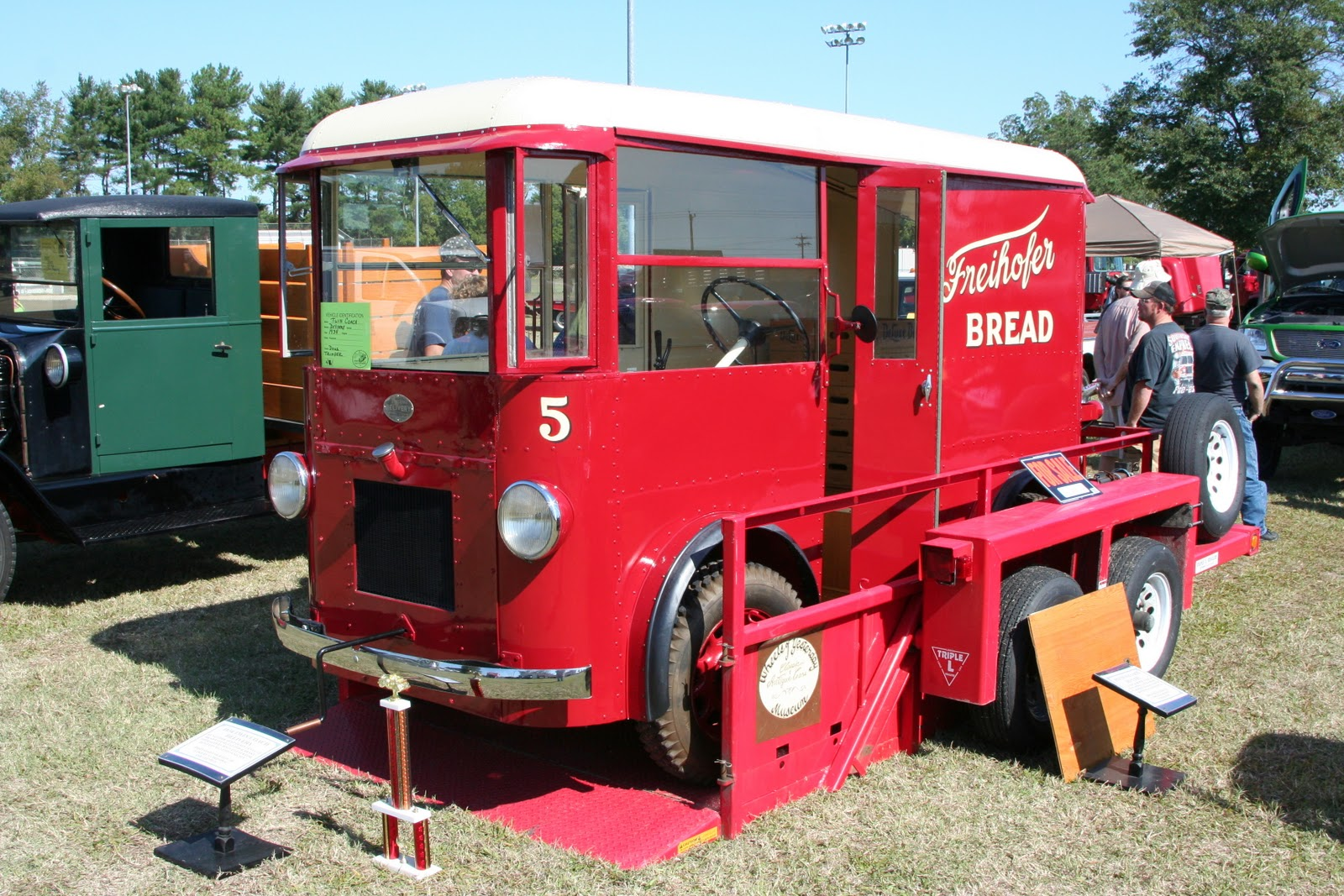 Antique Big Trucks For Sale http://salisburysoapbox.blogspot.com/2011/09/antique-truck-tractor-show.html