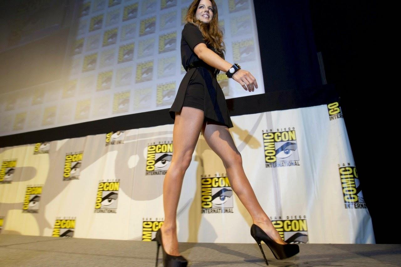 Kate Beckinsale struts her stuff at ComicCon