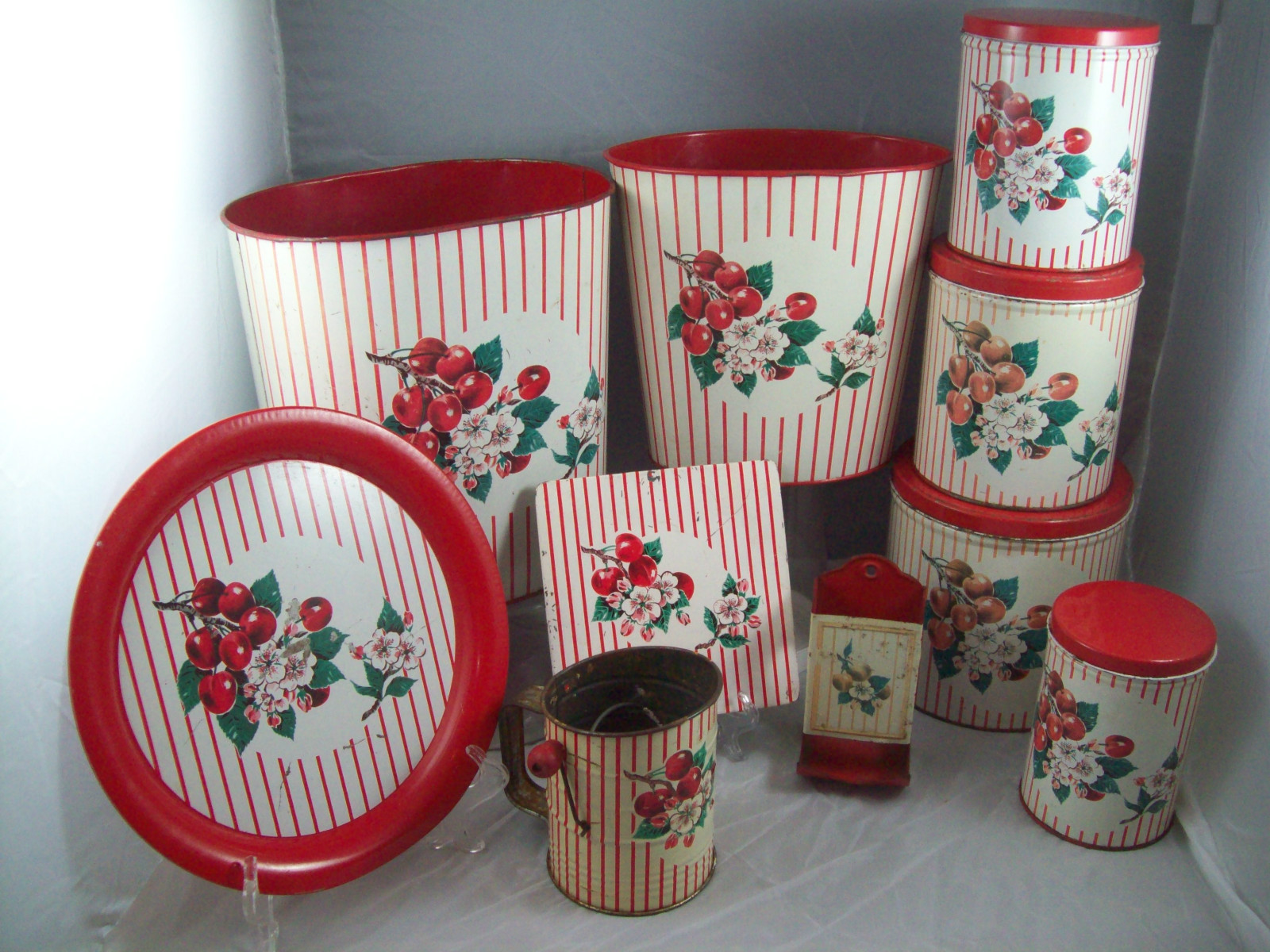 leoladys house collectibles and gardens january 2012 tin set4 jpg