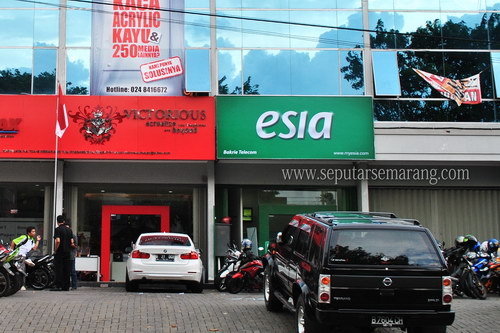 Gerai Esia, Service & Call Center: Bakrie Telecom