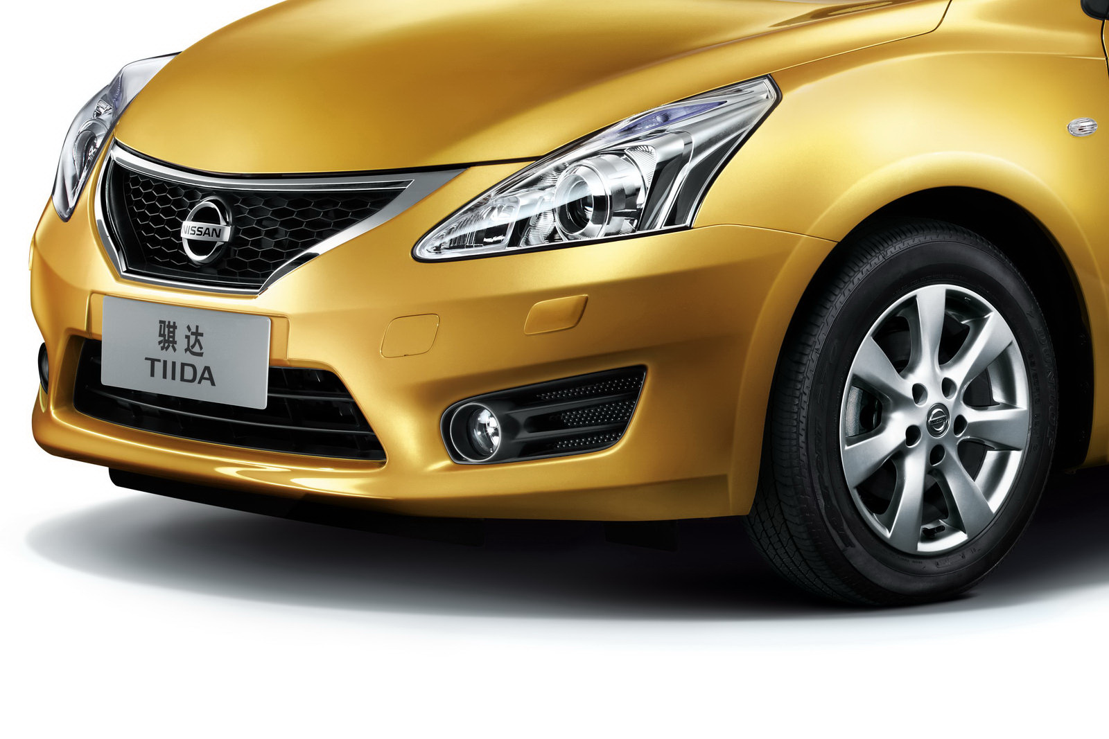 http://4.bp.blogspot.com/-Y6YyWOmxPbA/UMuTMD921sI/AAAAAAAAQJA/KXUvanRombA/s1600/2012-Nissan0Tiida-5d-14.jpg