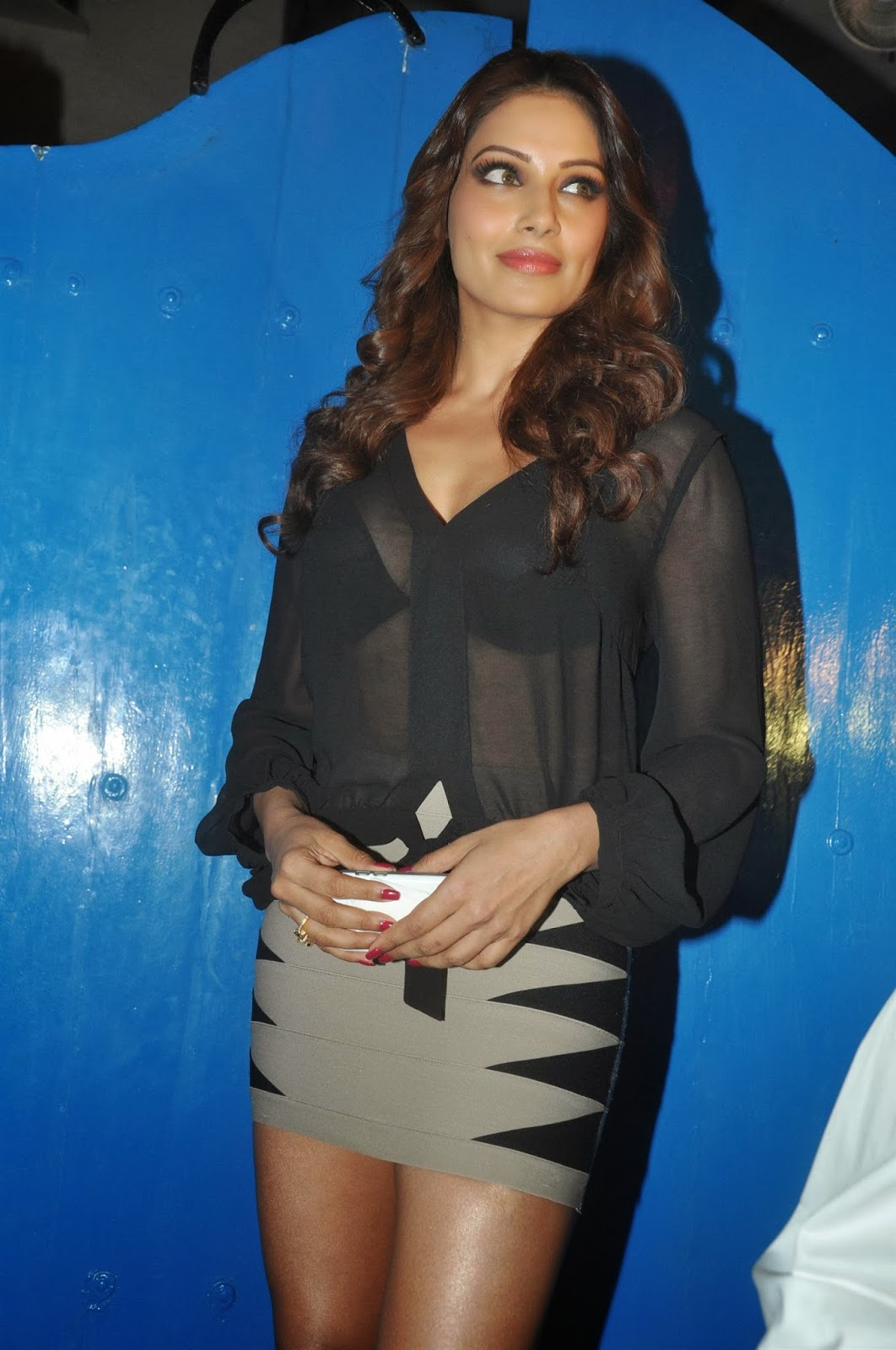 Bipasha Basu in tight skirt at Dabboo Ratnani's 2014 Calendar Launch ...