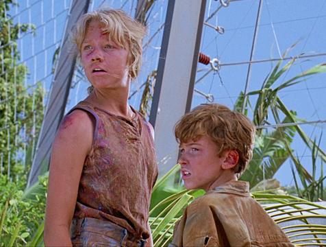 Lex (Ariana Richards) y Tim Murphy (Joseph Mazzello) en Jurassic Park - Cine de Escritor