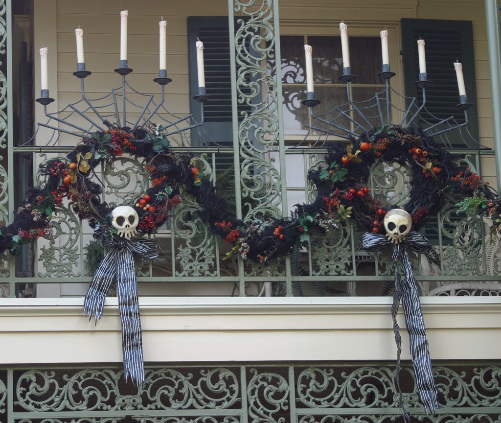 geek with curves: Nightmare Before Christmas Wreath How-To