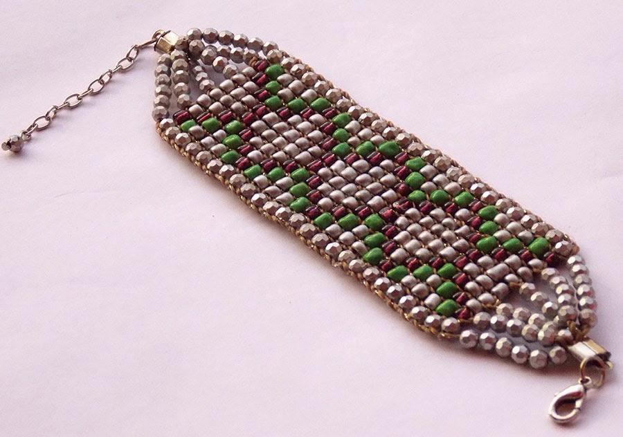 http://www.elo7.com.br/pulseiras/al/755CC