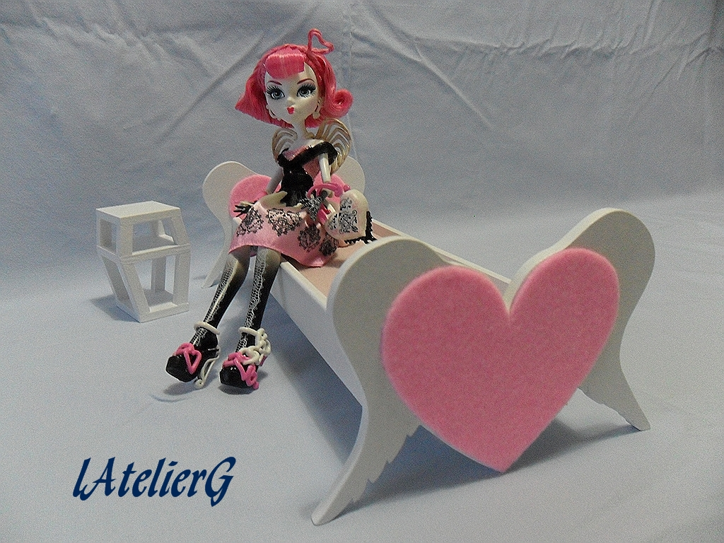 latelierg 11 sp cial monster high le lit pour cupid. Black Bedroom Furniture Sets. Home Design Ideas