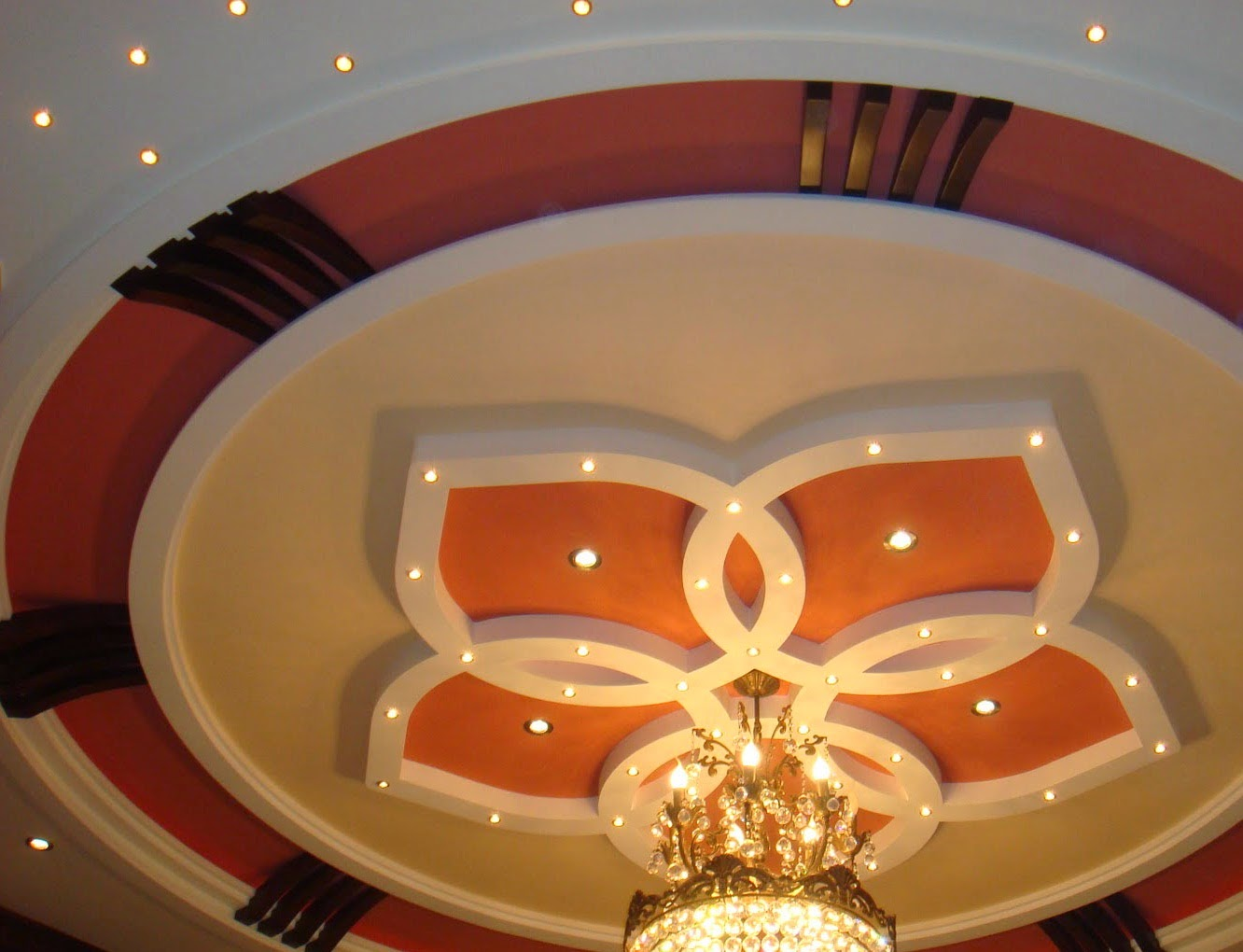 Salon marocaine moderne conception de faux plafond pour for Decoration platre salon