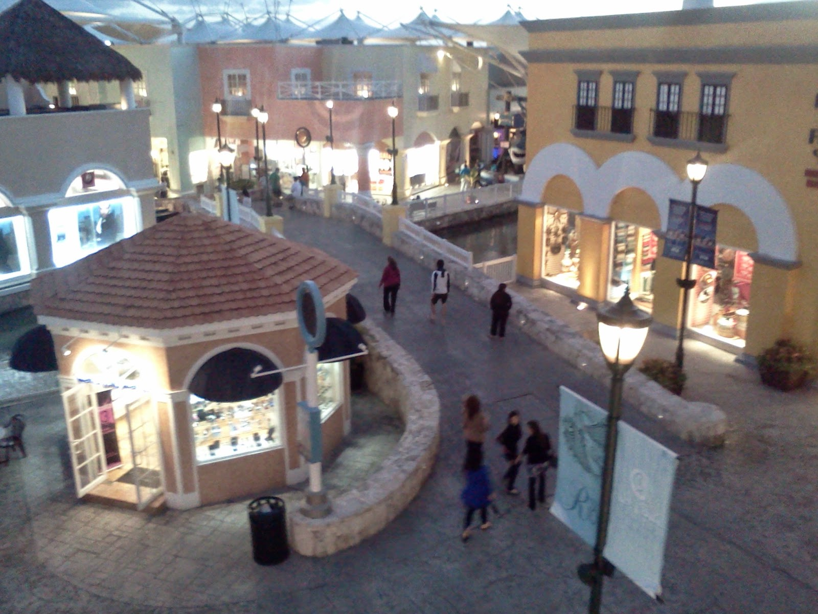 La Isla Mall View