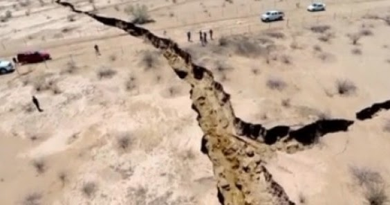 Huge earth crack opened up in Sonora, Mexico