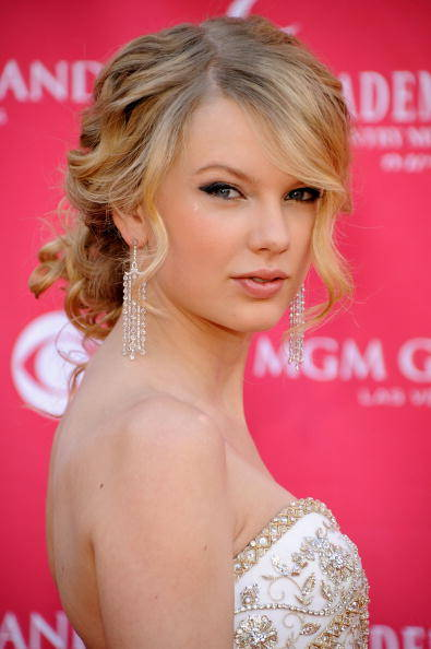 Taylor Swift Natural Hair, Long Hairstyle 2011, Hairstyle 2011, New Long Hairstyle 2011, Celebrity Long Hairstyles 2063