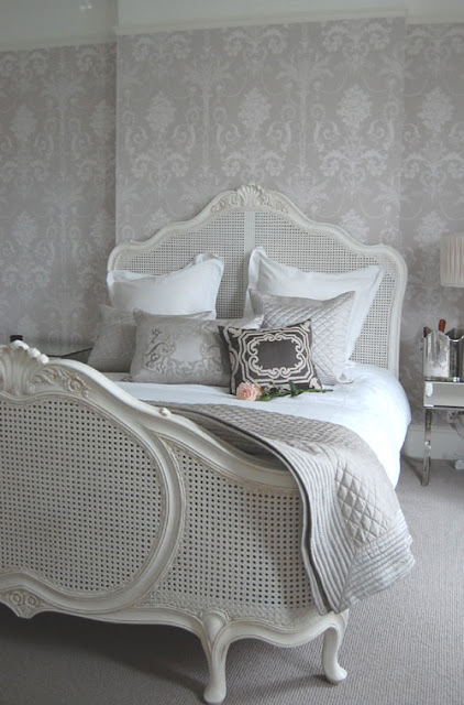 Романтическая спальня во французском стиле, французский стиль, будуар, французский комод, легкий интерьер, романтичный интерьер, романтический интерьер