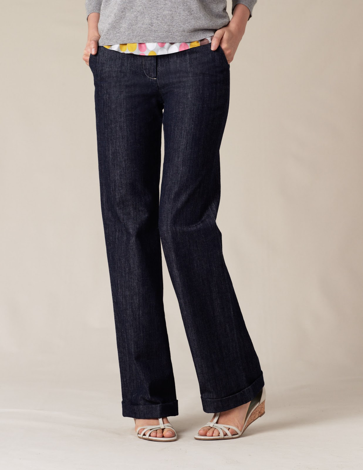 All-day comfort and fashion-forward style come together in the Wide-Leg Jeans from Universal Thread. The stretch-fabric denim lets you take on your day with comfortable support. Finished with a raw hem, these medium-wash wide-leg jeans can take you from day to night with a few quick change-ups.