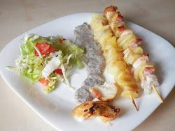 Vasárnap: Csirkés rablóhús gombamártássa, epres-barackos morzsa