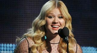 Kelly Clarkson Siap Rilis Album Natal 2013