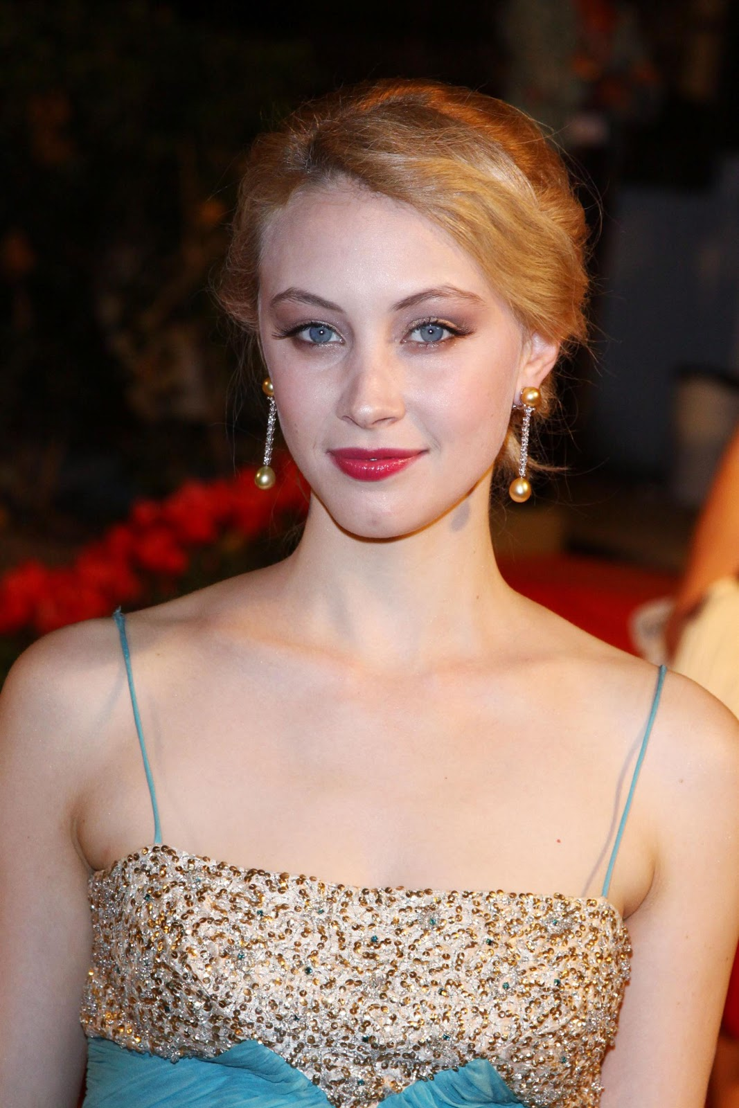 Celebrity Photos Dracula Untold actress Sarah Gadon HD Wallpapers & Photos