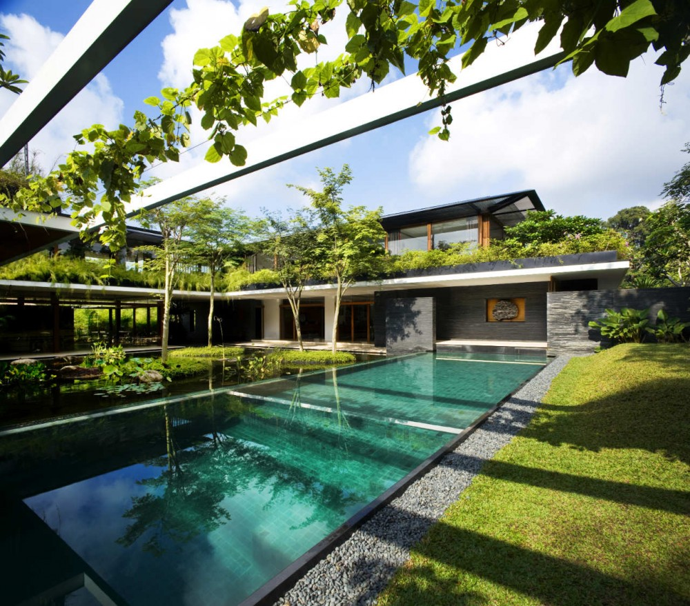Luxury sustainable green roof house design singapore for Beautiful house with swimming pool