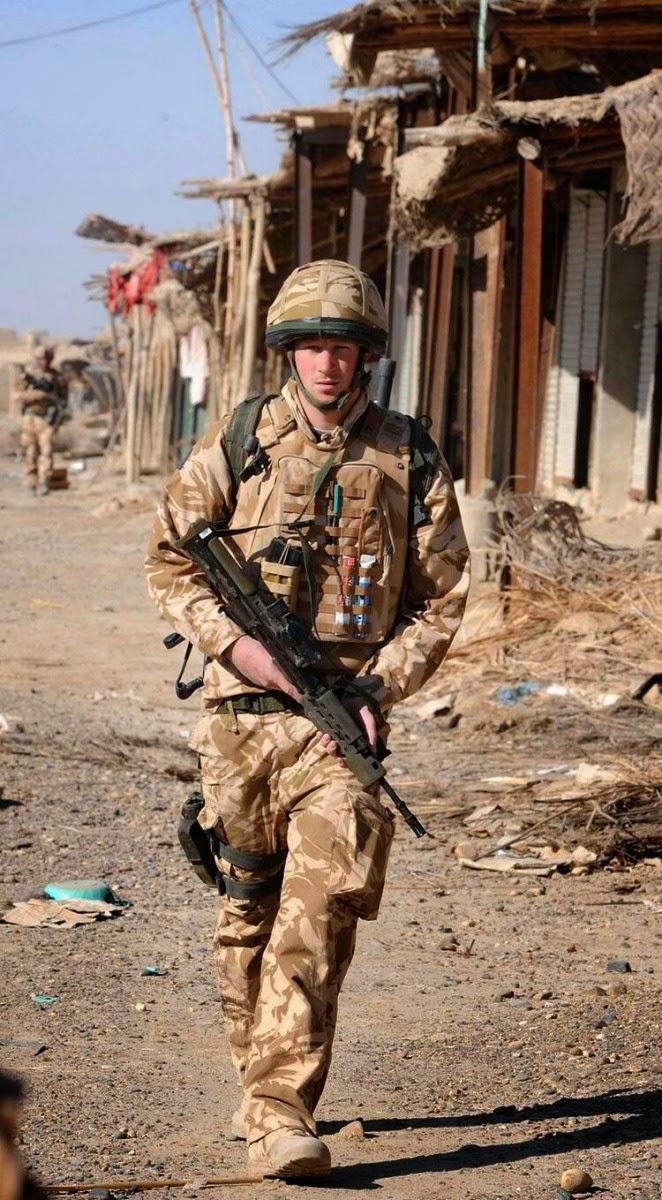 принц Гарри во время патрулирования заброшенного города Гармисир