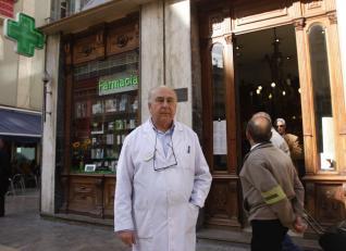 M laga curiosidades malague as historia de la farmacia - Muebles antiguos malaga ...