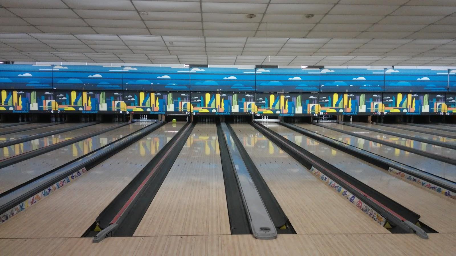 Hoy Vamos a Salir...: Juguemos Bowling en el Cocodrilos