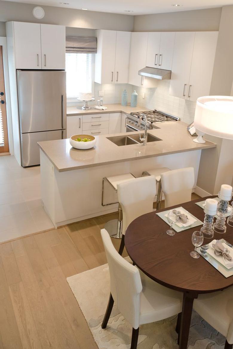 la cocina tenga exactamente la misma tarima que el saln por poner un ejemplo creo que queda muy elegante y hace que el espacio se vea muy armonioso