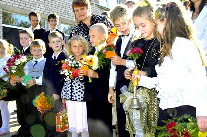 2009. gada 1. septembrī Valles vidusskolā mācības sāka ducis pirmklasnieku