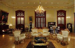 Contoh Desain Ruang Tamu Tema Klasik