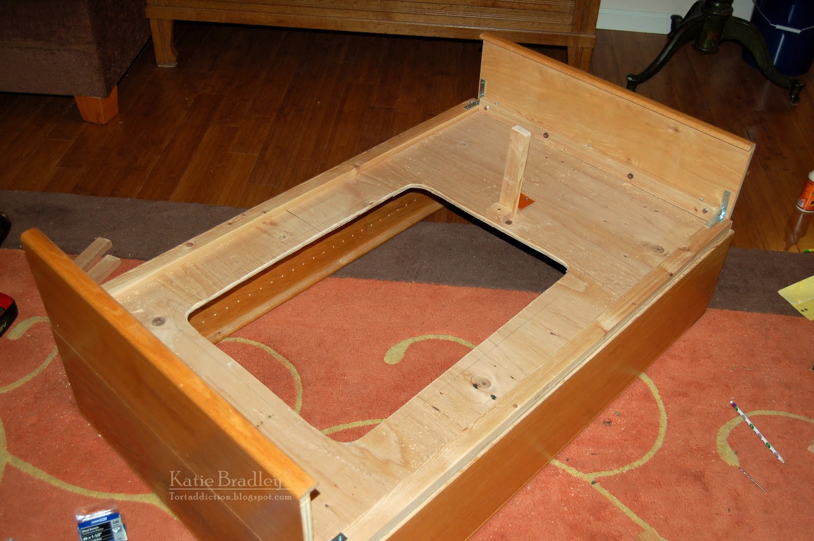 Tortaddiction how to build a tortoise table out of a bookshelf the tortoise table is upside down this is the bottom solutioingenieria Images