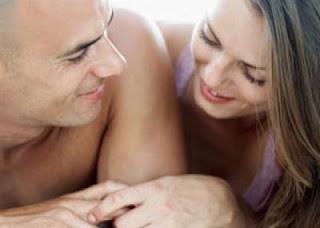 بدون خجل...فوائد ممارسة الجنس والعلاقة الحميمة - السكس - couple having sex