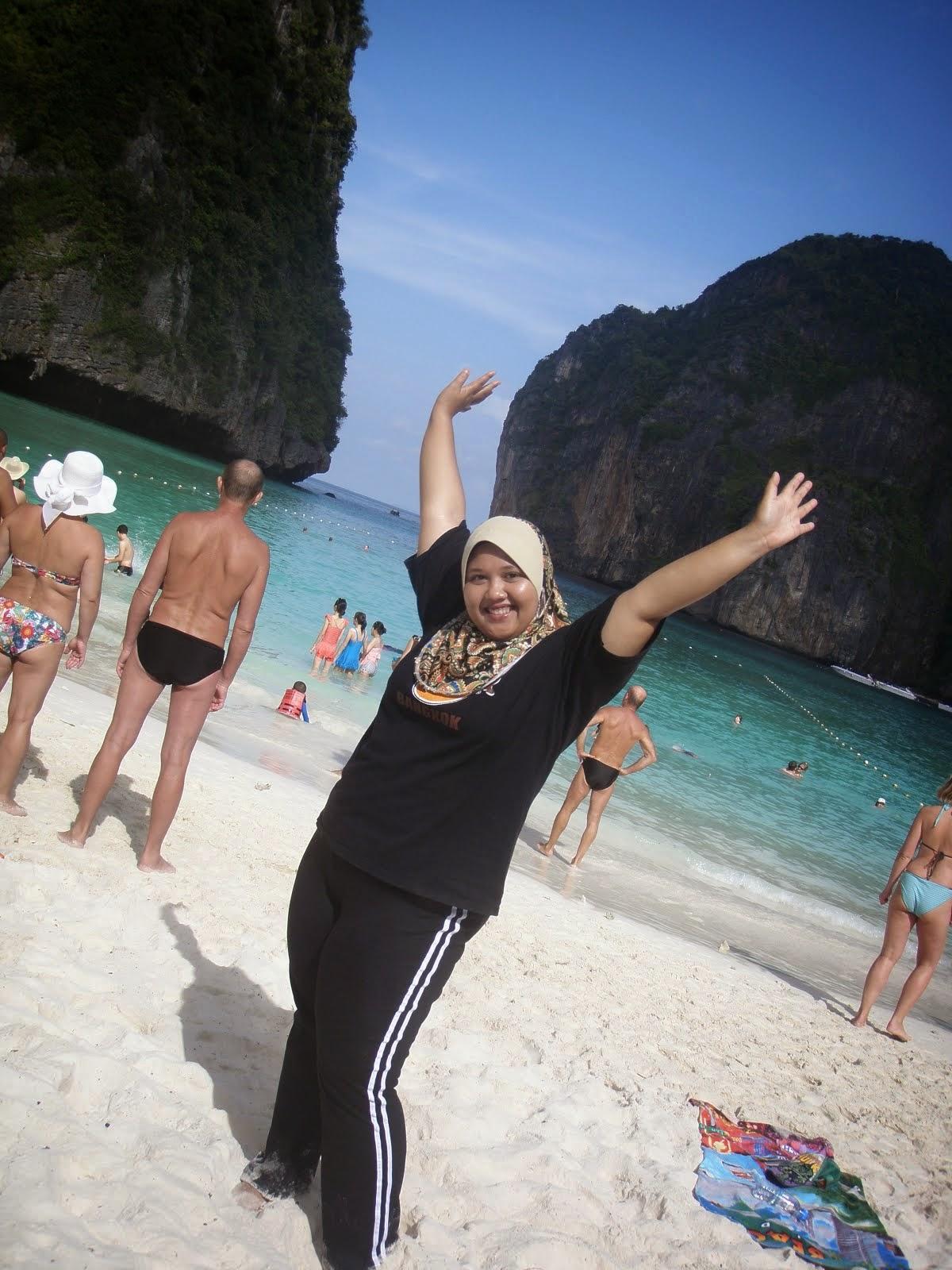 Aku Di Maya Bay...