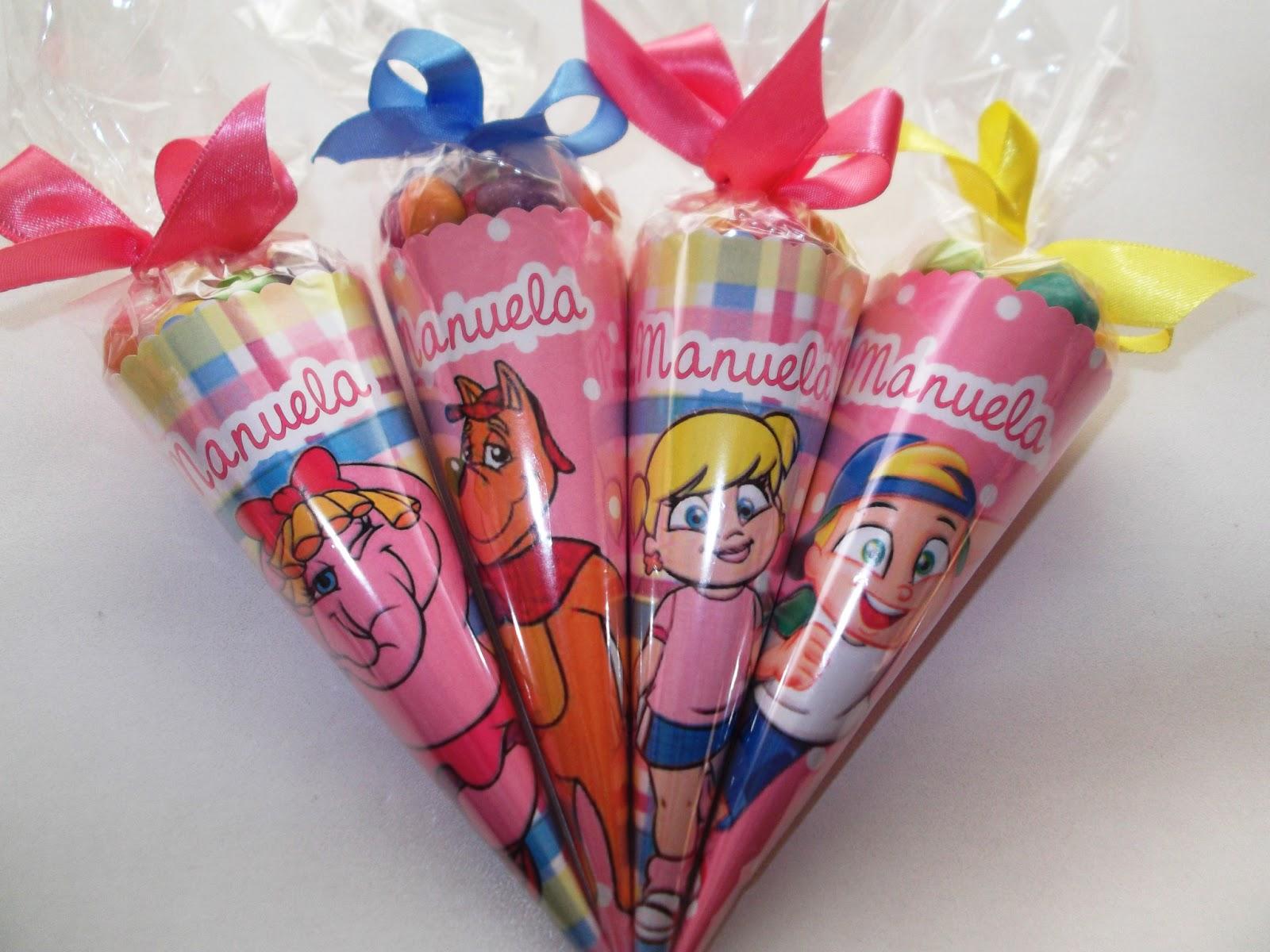 Cones personalizados com amendoins coloridos para lembrancinhas