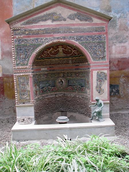 The bell curve of life pompeii casa della fontana piccola for Bel design della casa