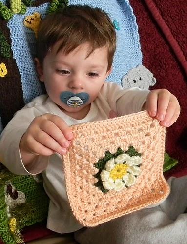 "Free crochet pattern:  Easy Daisy Square 6"""