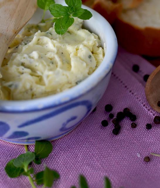 masło czosnkowe, masełko czosnkowo- ziołowe, masło ziołowe,